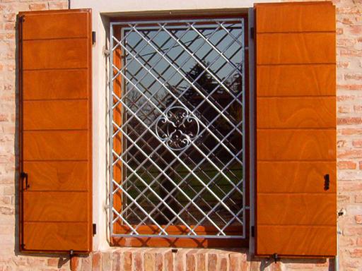 Produzione vendita e posa in opera di inferriate di - Grate di sicurezza per finestre prezzi ...